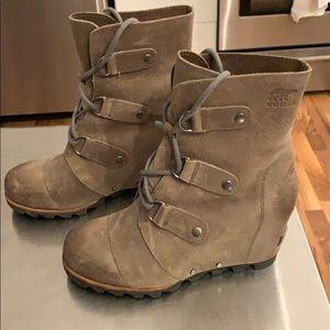 Sorel Joan of Arctic Wedge Boot. Size 7.